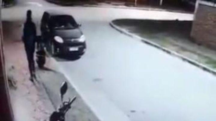 """""""A los abrazos"""": Así terminaron los motochorros con su víctima. VIDEO VIRAL"""