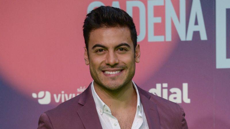 El cantante Carlos Rivera reveló sus sentimientos por otra ¿Qué dijo su novia?