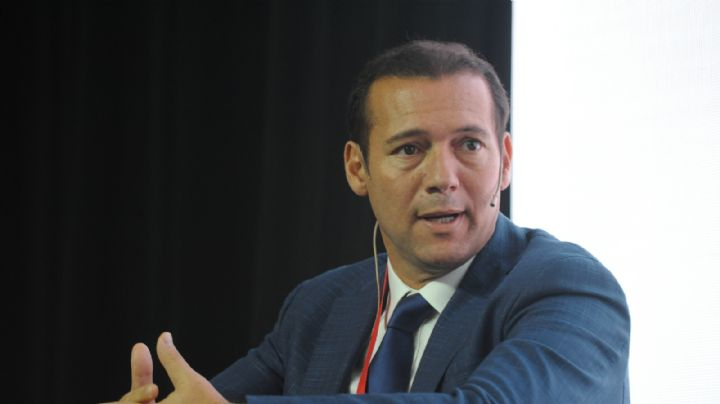 """Omar Gutiérrez: """"Seguimos con el plan de vacunación más importante de la historia de Neuquén"""""""