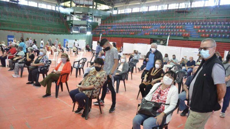 Avanza la vacunación en Neuquén: Omar Gutiérrez anunció la llegada de nuevas dosis